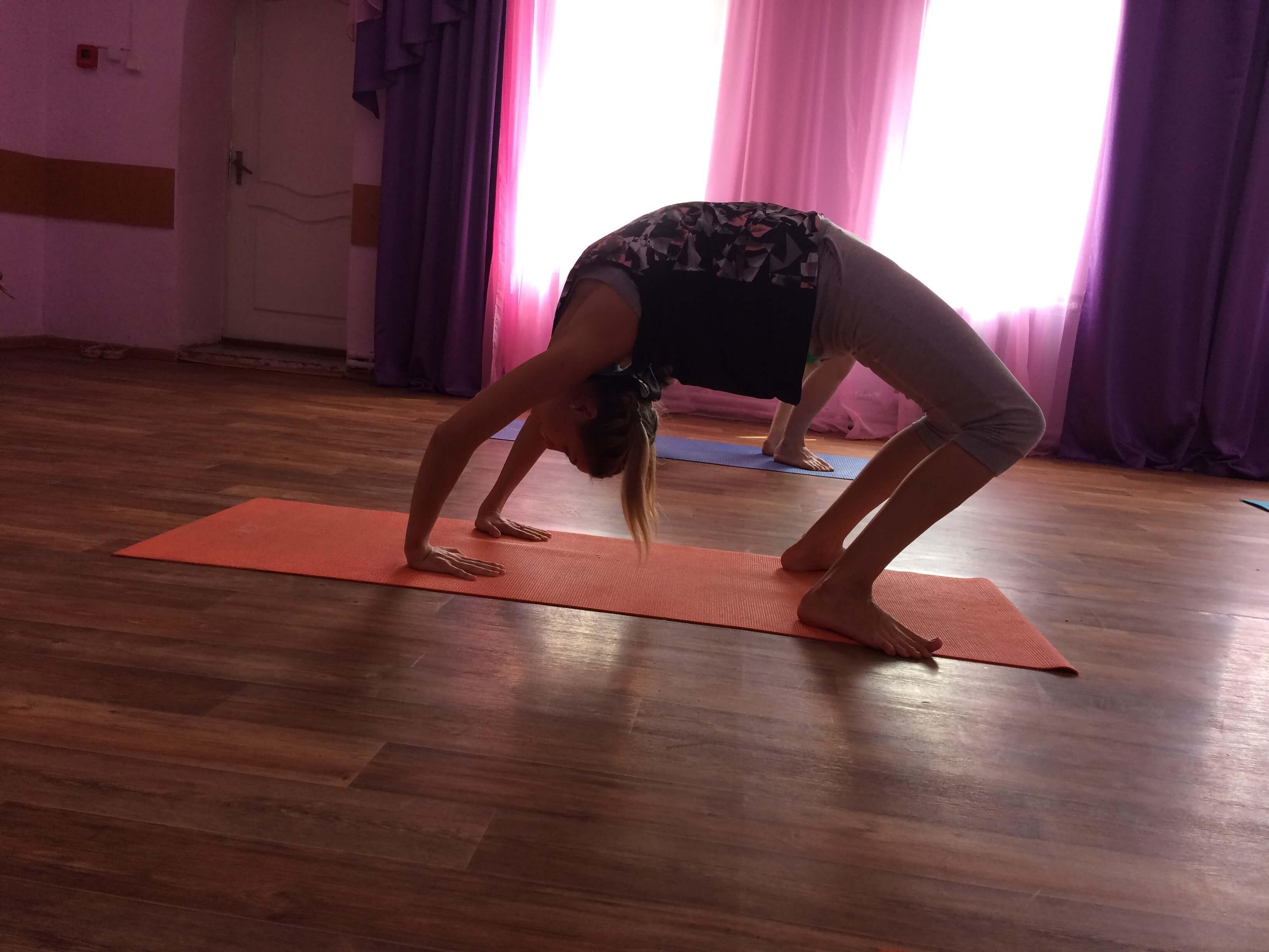 Упражнение мостик на йоге
